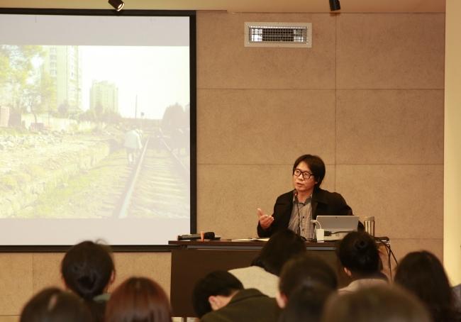 培训讲座在规划大厦408会议室展开,同济大学建筑与城市规划学院刘悦来